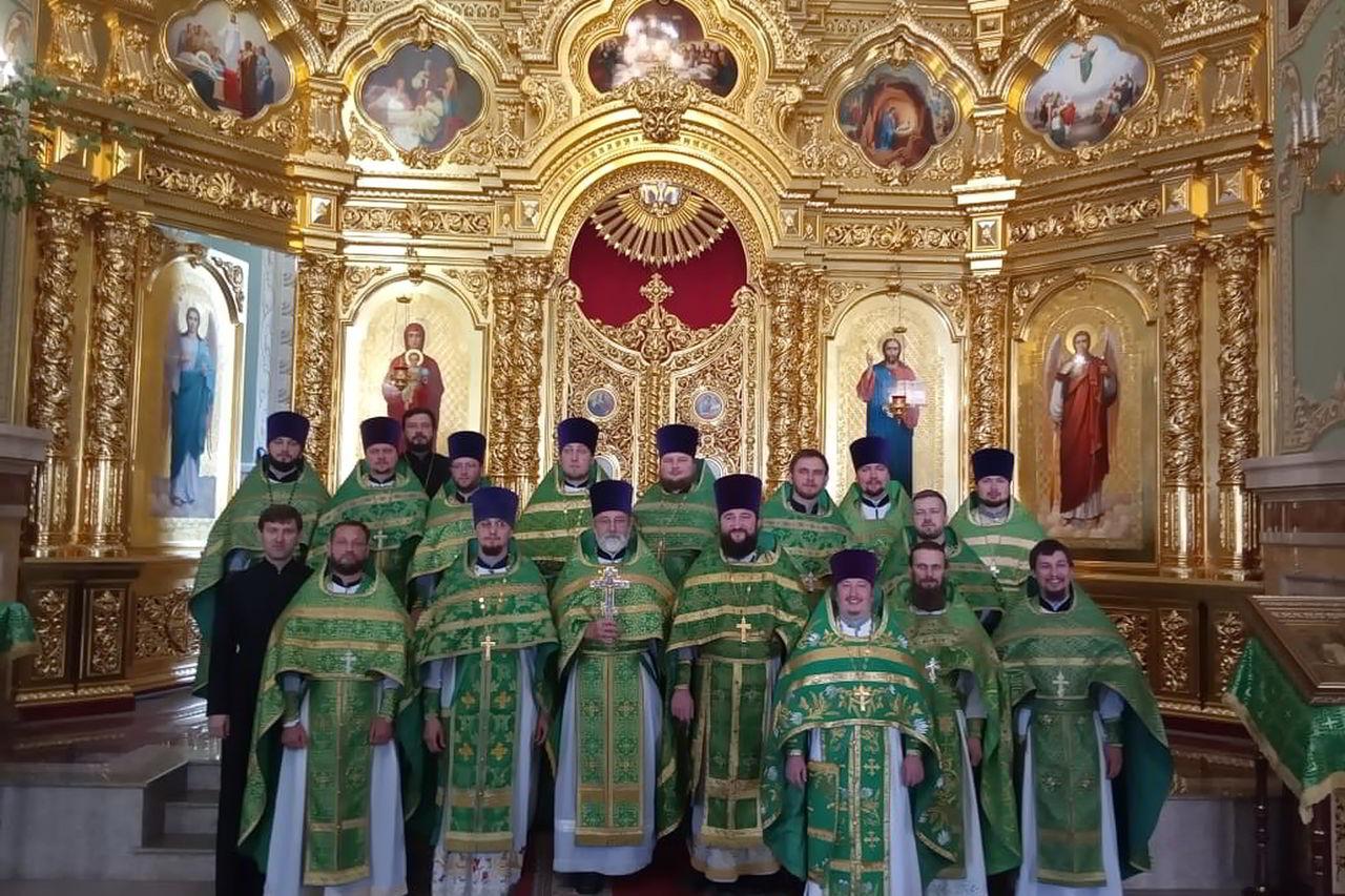 Священники епархии собрались на встречу выпускников семинарии