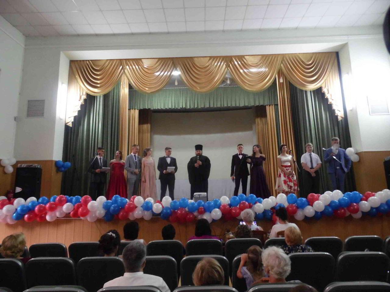 Настоятель благословил выпускников станичной школы