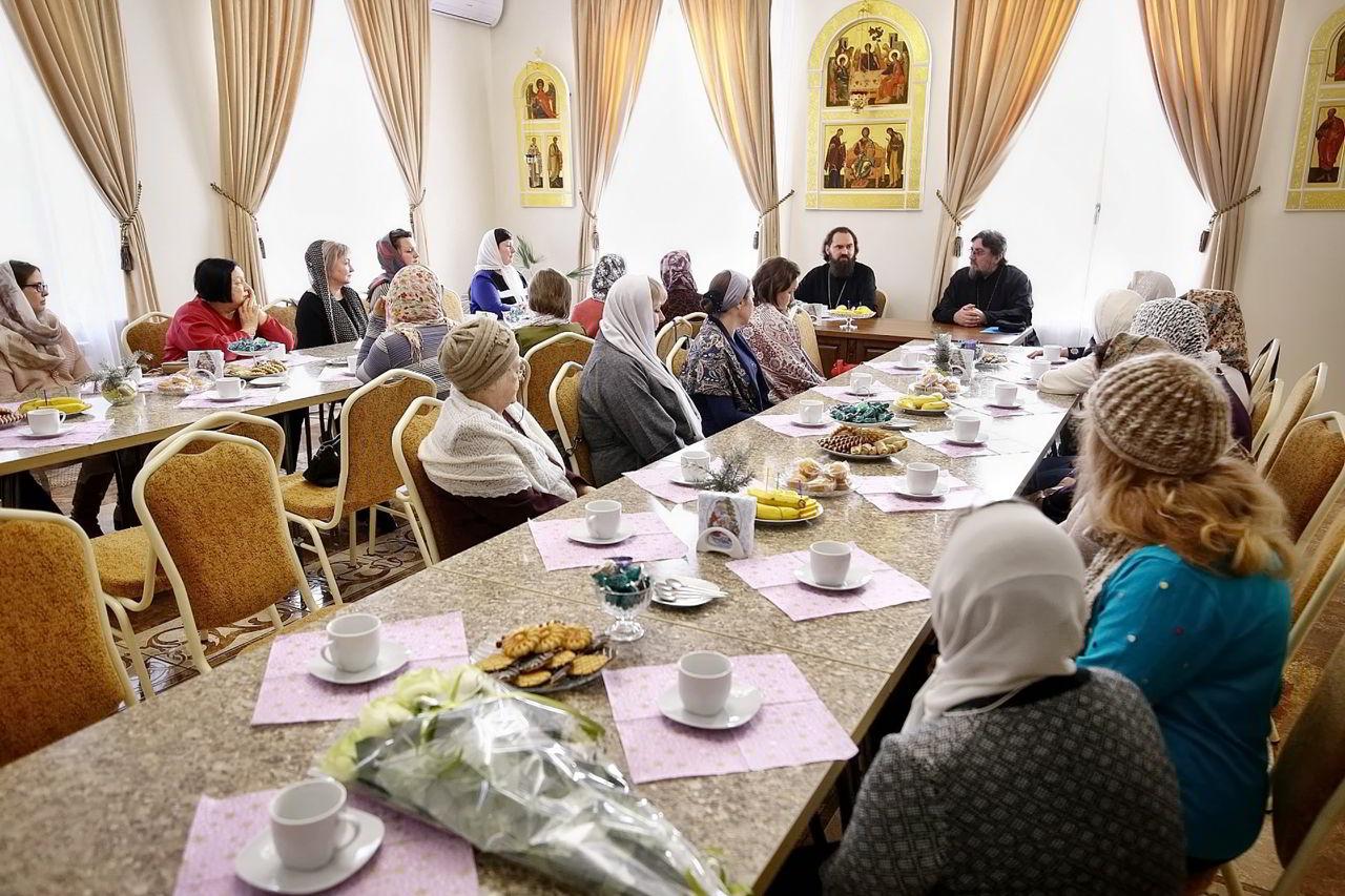 Встреча архиепископа Феофилакта с вдовами священников и многодетными матушками