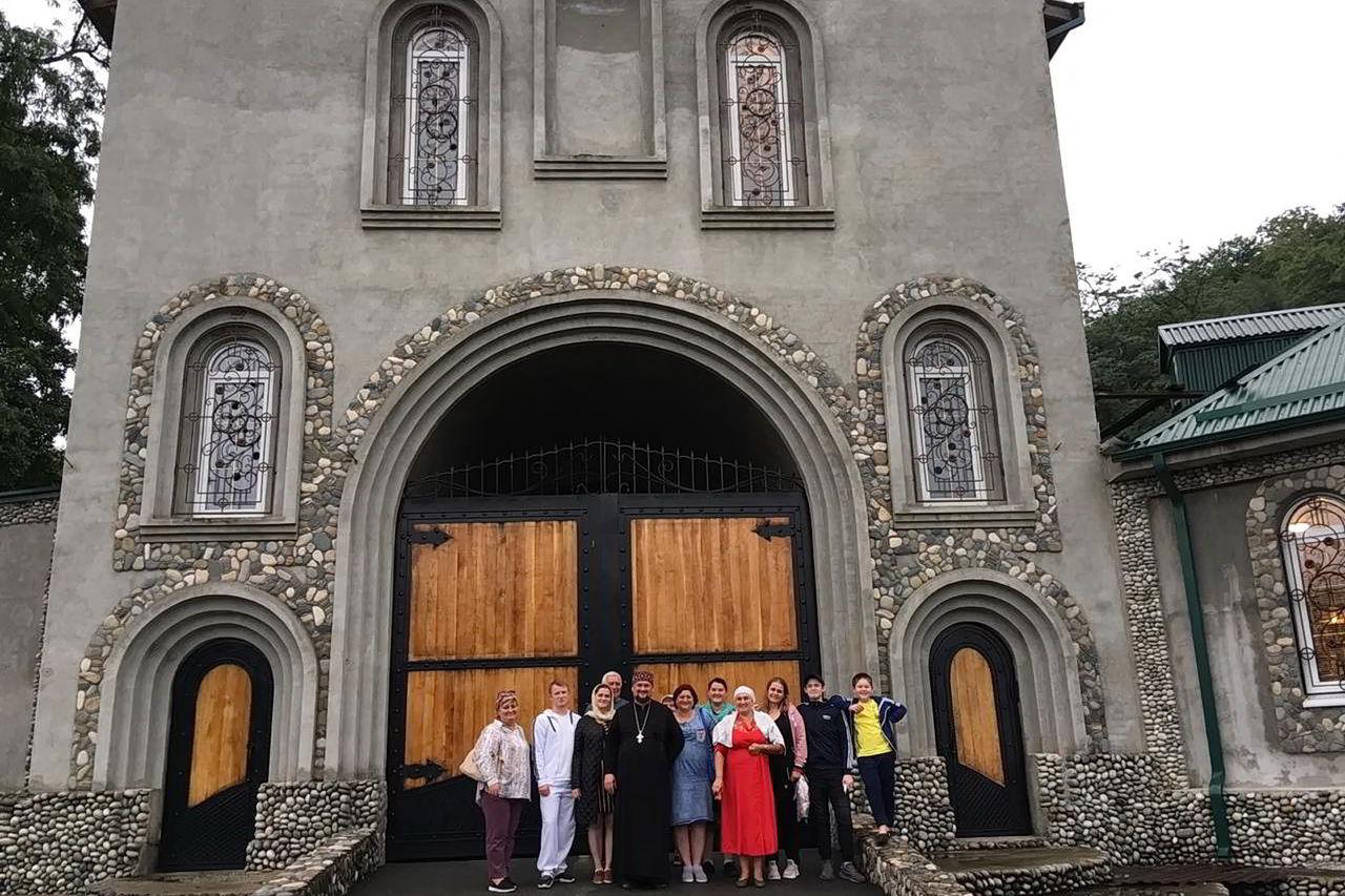 Прихожане Никольского храма Прохладного побывали в монастырях Осетии