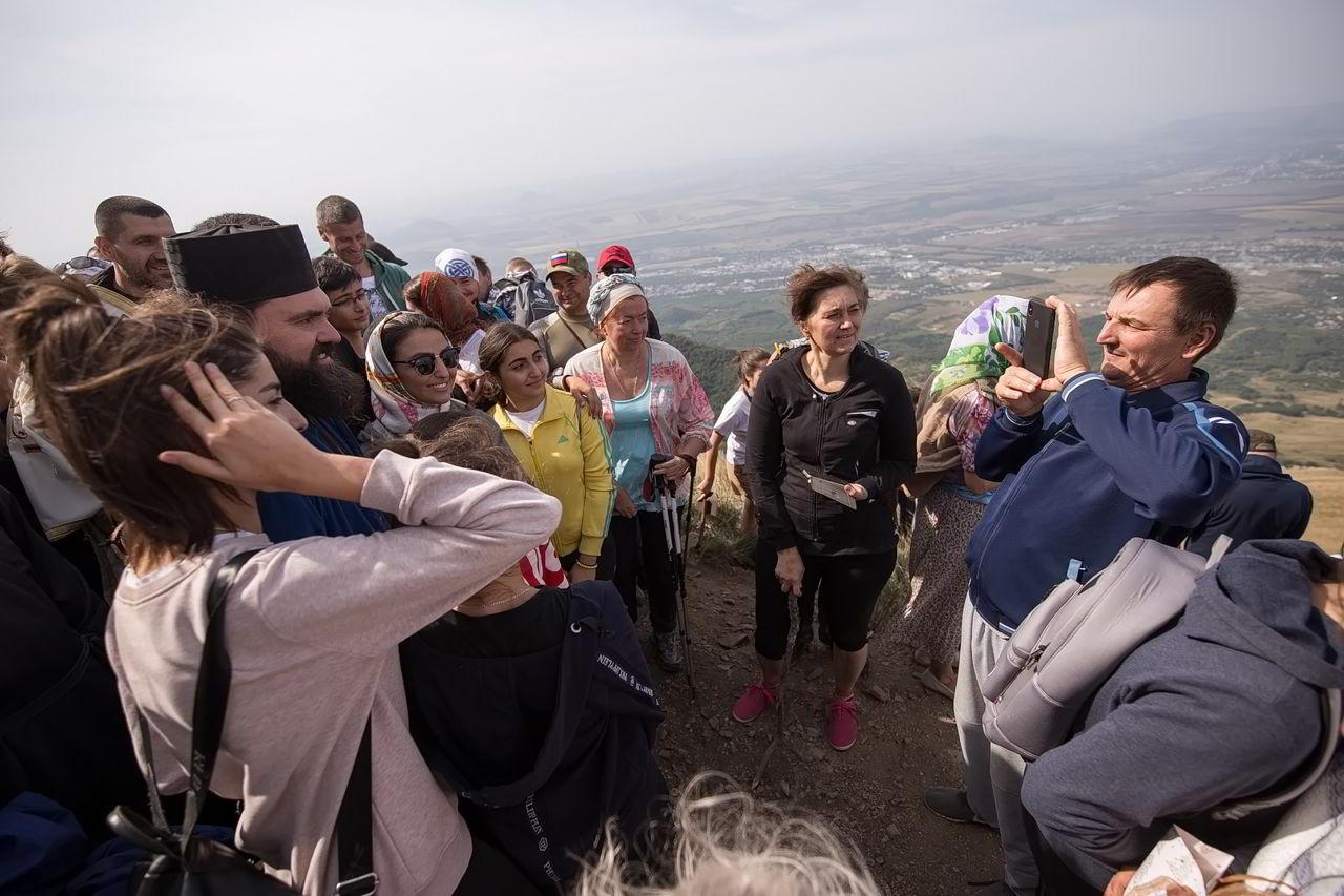 Больше пятисот человек причастились на вершине Бештау