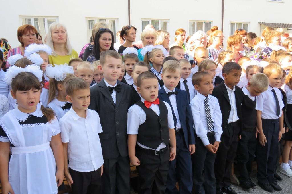 В школе станицы Котляревской торжественно отметили День знаний
