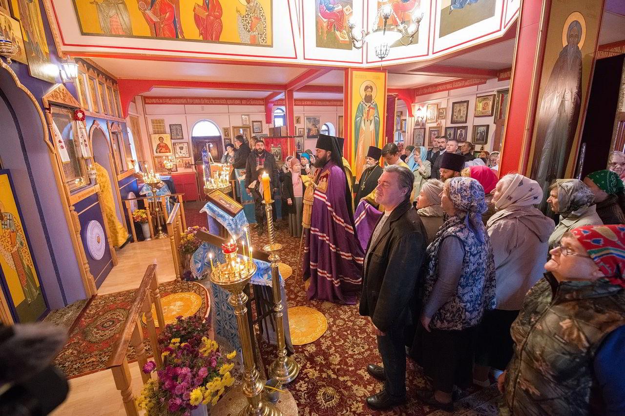 Архиепископ Феофилакт совершил литургию в Георгиевском храме города Тырныауз