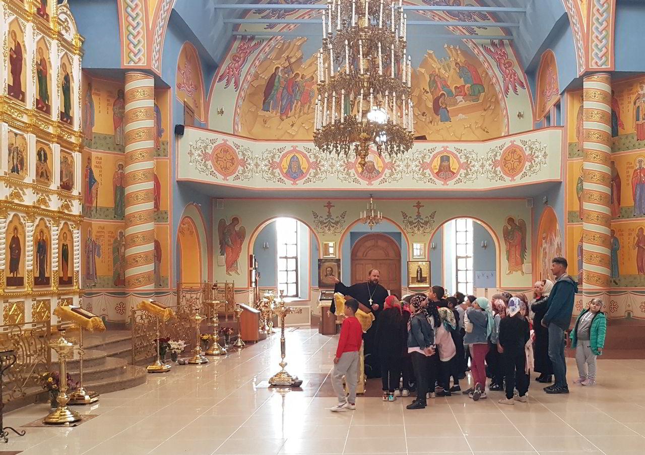 Священник рассказал четвероклассникам об устройстве храма