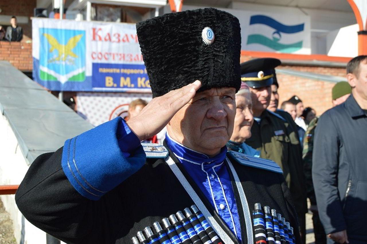 Настоятель благословил казачьи состязания