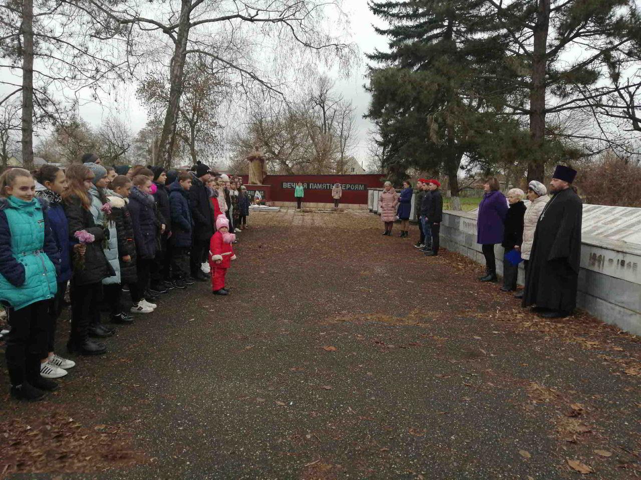 Молитвой почтили память неизвестных солдат в станице Котляревской