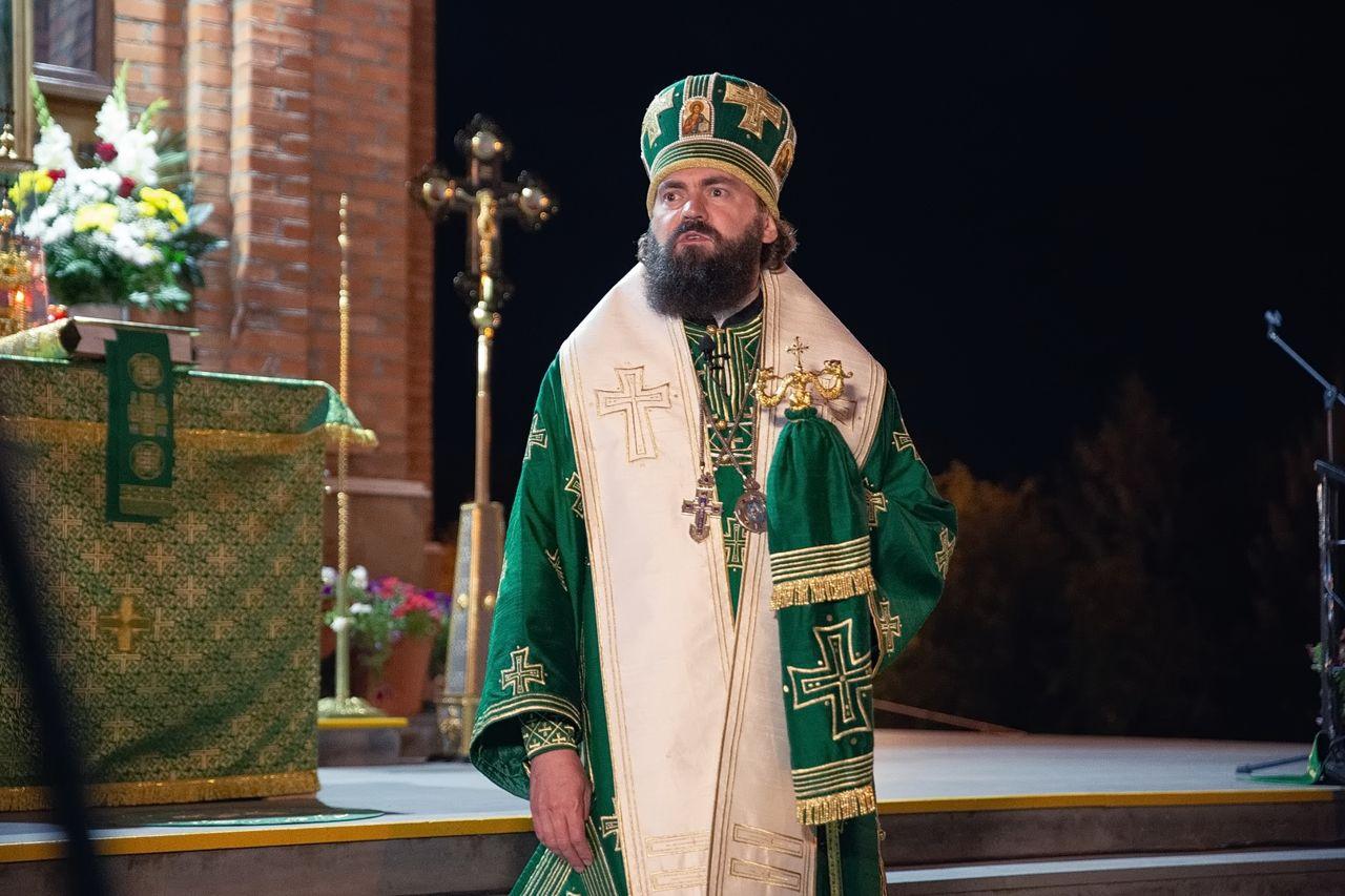 Архиепископ Феофилакт совершил ночное богослужение в Минеральных Водах