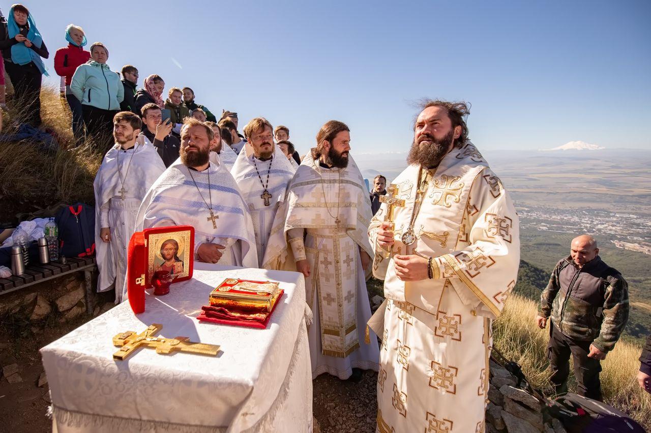 Архиепископ Феофилакт в седьмой раз совершил литургию на Бештау