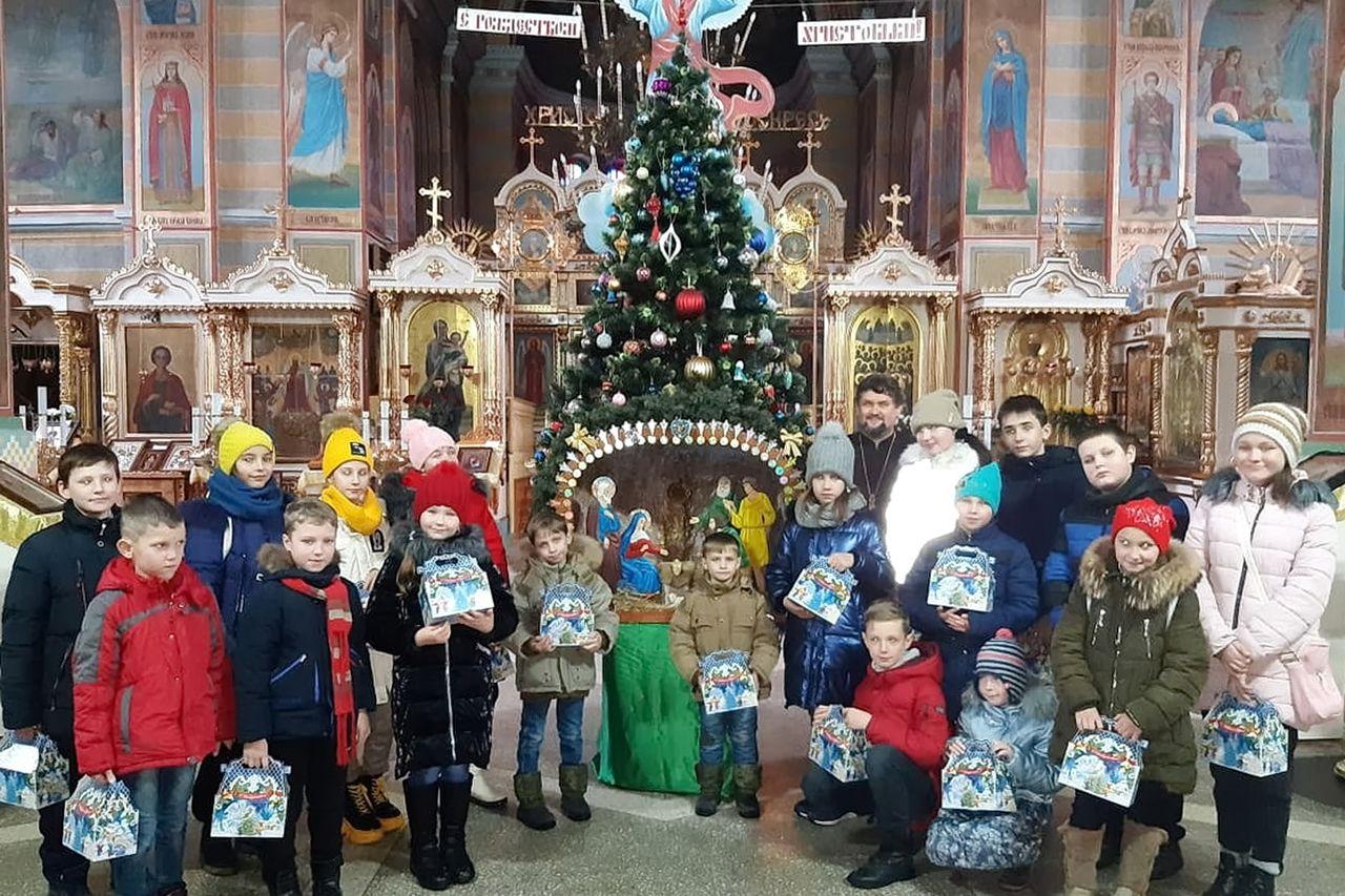 Воспитанники воскресных школ побывали на праздничном представлении