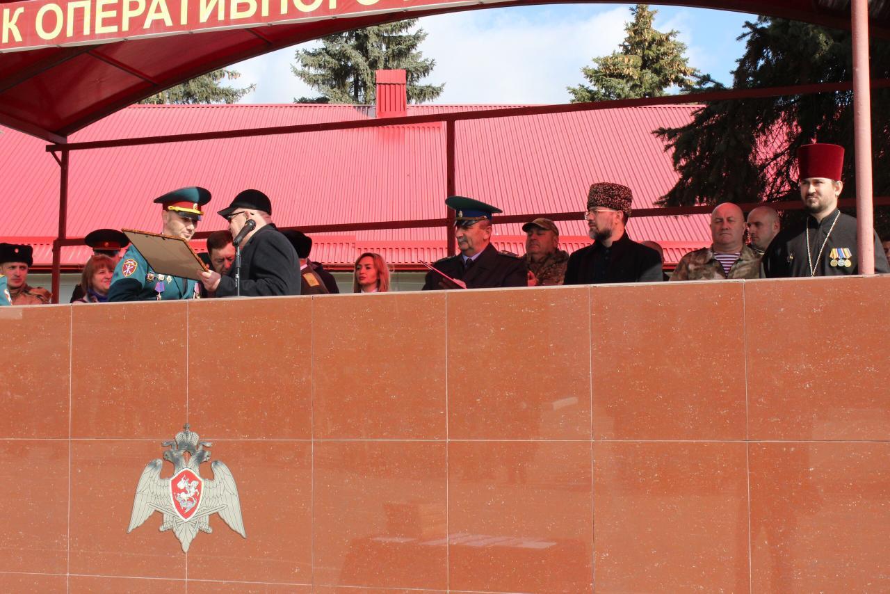 Священник поздравил воинов с профессиональным праздником