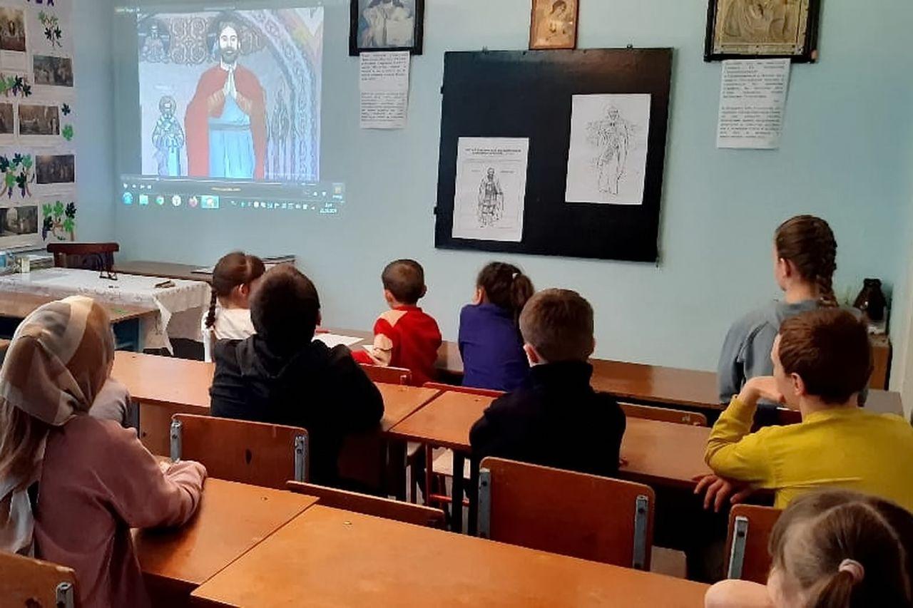Воспитанники воскресной школы нарисовали образ благоверного князя