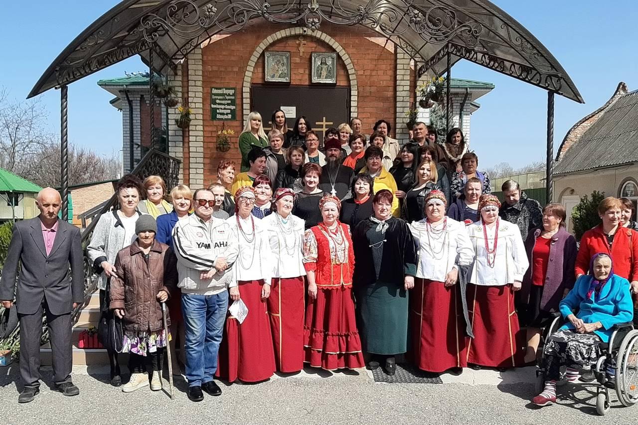 Социальные работники и ветераны собрались в храме